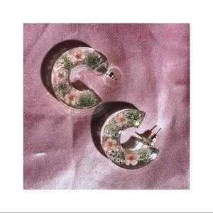 𑁍┊flowers in transparent resin hoops earrings ˎˊ˗